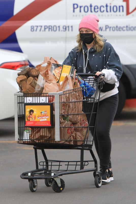 Amy Poehler Doing her grocery shopping at Ralphs in Beverly Hills