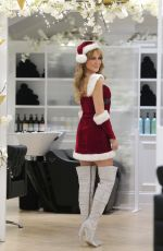 cleaLizzie Cundy Brings some festive cheer to the R.H. salon in Knightsbridge