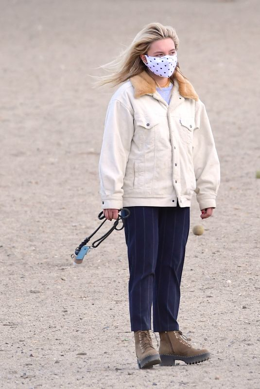 Florence Pugh At dog park in Los Angeles