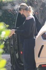 Hailey Baldwin/Bieber Arrives at a Pilates class in Los Angeles
