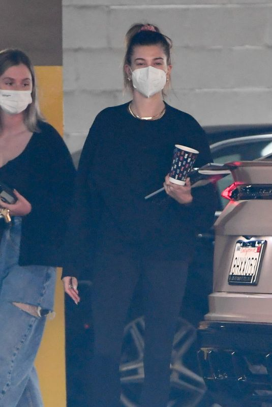 Hailey Baldwin/Bieber Arrives at an office building in Los Angeles