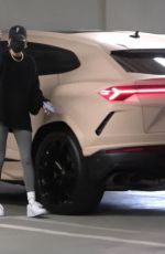 Hailey Baldwin/Bieber Visits a medical building in Westwood