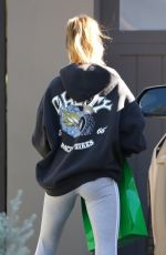 Hailey Bieber Going to her yoga class in LA