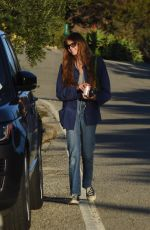 Kaia Gerber And her barefoot male friend go for a leisurely stroll in Malibu