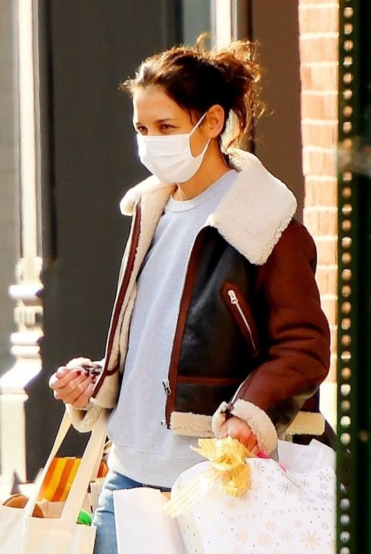 Katie Holmes Heads out with some shopping bags in SoHo