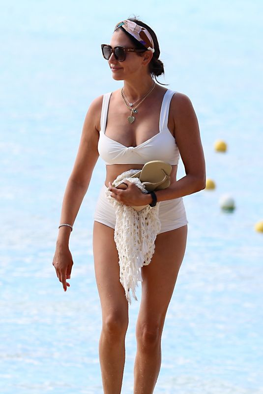 Lauren Silverman Seen gorgeous in white bikini in Barbados