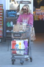 Sarah Michelle Gellar Loads up on toilet paper while shopping for a grocery run in Santa Monica