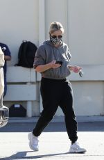 Sarah Michelle Gellar Stays cozy in a sweats as she visits her PO Box today to pick up mail and packages in Brentwood
