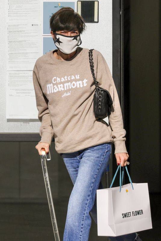 Selma Blair Has an emotional breakdown after stopping to buy cannabis