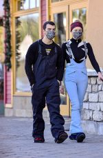 Sophie Turner Spotted enjoying the snow in Mammoth Lakes