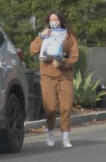 Aubrey Plaza Picks up coffee for two before heading to a friend