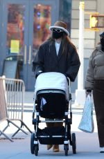 Gigi Hadid Goes out for a stroll with her baby daughter in New York City