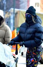 Gigi Hadid Returns to her apartment after taking her daughter for a stroll in New York City