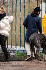 Heidi Klum Taking a walk with the dogs at Teufelsberg hill area in Berlin