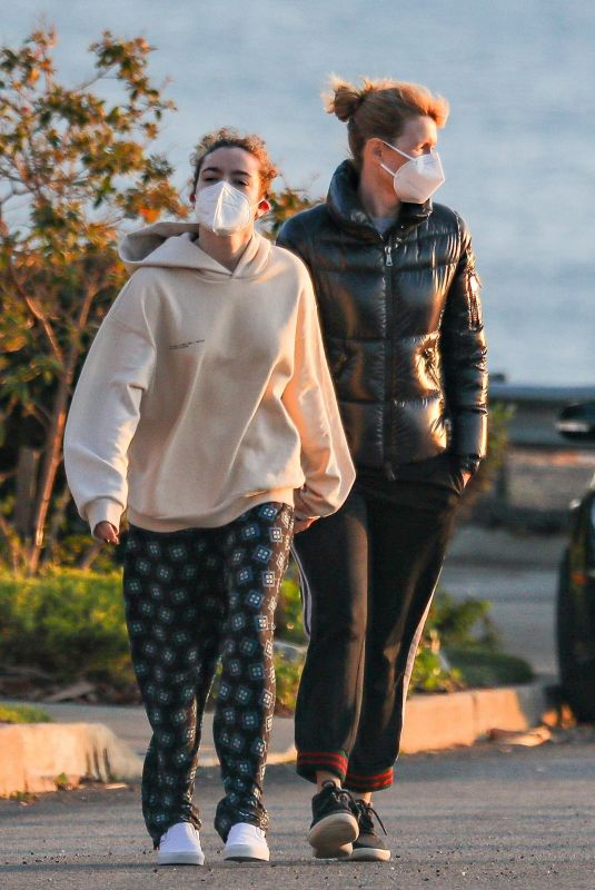 Laura Dern Enjoys a walk by the beach with her daughter Jaya Harper to catch the first sunset of 2021 in Pacific Palisades