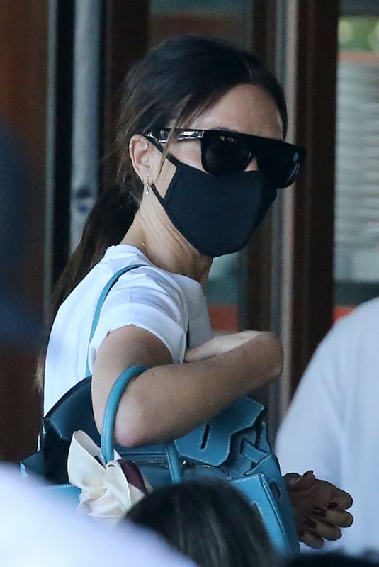 Victoria Beckham At The Beckham family has lunch with a view as they dine at the crowded seaside restaurant at Setai Hotel in Miami