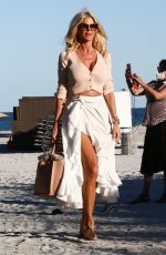 Victoria Silvstedt Enjoys an afternoon soaking up the sun with friends in Miami