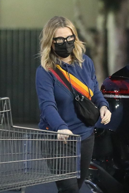 Amy Poehler Out for grocery shopping in Beverly Hills