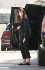 Anne Hathaway Seen heading to a business meeting in Los Angeles