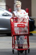 Ariel Winter Is seen shopping for groceries at Trader Joe