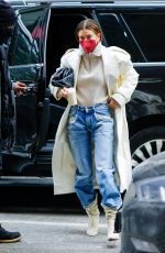 Hailey Baldwin/Bieber Seen heading out of her apartment in Brooklyn