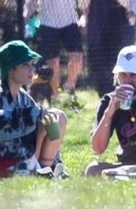 Halsey Enjoys a picnic with her boyfriend in Los Angeles