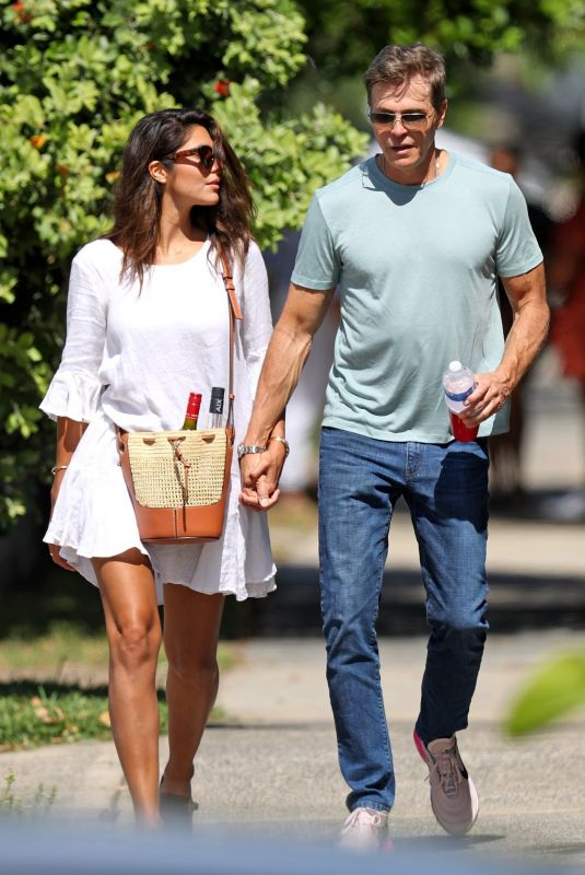Pia Miller Out for lunch with her fiance in Bondi, Sydney, Australia