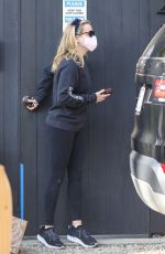 Reese Witherspoon Pays a morning visit to her good friend Laura Dern on the day of Laura