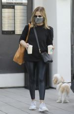 Sarah Michelle Gellar At the farmers market in Brentwood