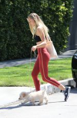 Alexis Ren Going to a private gym in LA