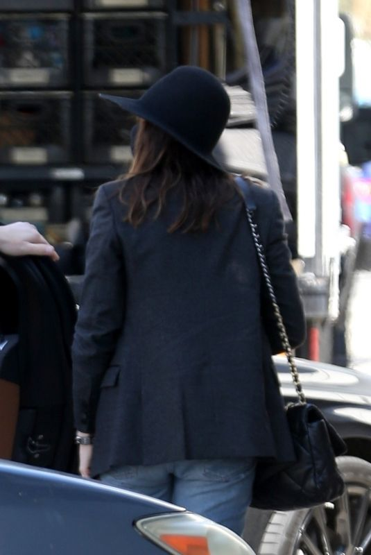 Anne Hathaway Making her way into Milk Studios today in preparation for a new photo shoot in Hollywood