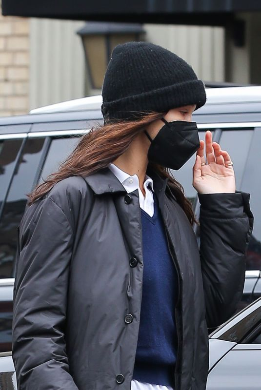 Bella Hadid Attempts a low profile in the Big Apple