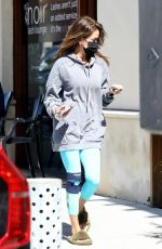 Brooke Burke Gets her Nails Done before the Weekend