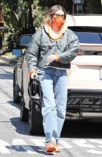 Hailey Baldwin/Bieber Arrives at a work meeting in Beverly Hills