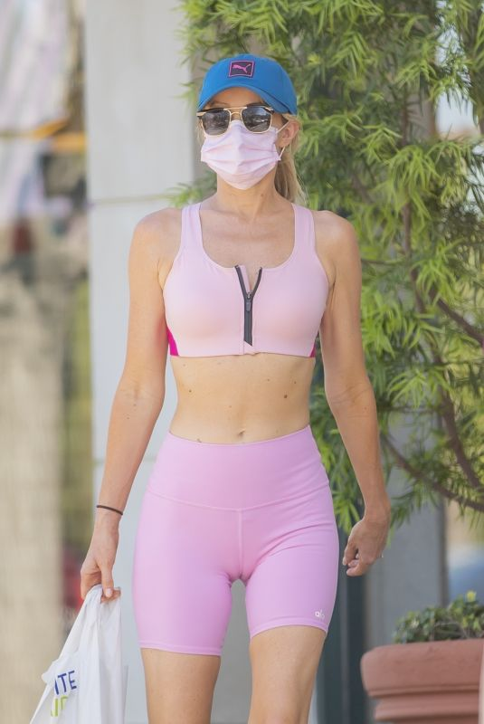 Hayley Roberts Hasselhoff left very little to the imagination as she shopped in hot pink workout leggings