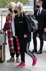Jojo Siwa Catches a flight out of Vancouver with her mom, Vancouver