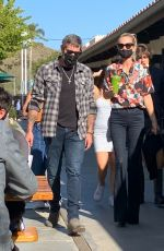 Laeticia Hallyday and Jalil Lespert enjoy their Sunday together grabbing fresh juices after shopping in Malibu