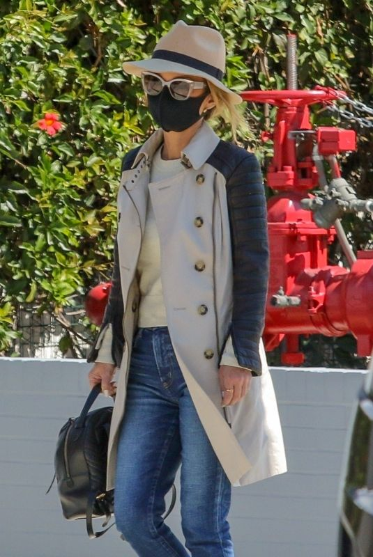 Laeticia Hallyday Looks stylish while out for some shopping in Beverly Hills