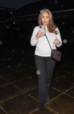 Lauren Goodger Shows off her growing baby bump as he heads to collect a takeaway in Loughton