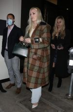 Lindsey Vonn Is seen arriving to dinner at Catch ringless in West Hollywood