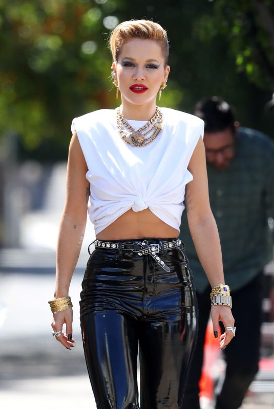 Rita Ora Spotted out for a photoshoot in Sydney, Australia