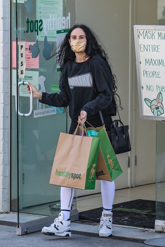 Rumer Willis Buys new toys and snacks for her pets at healthy spot pet store in Beverly Hills