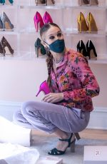 Sarah Jessica Parker Visits SJP Shoe Store in NYC