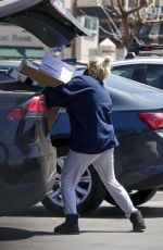 Ariel Winter Stops for packages at her local post office in Los Angeles