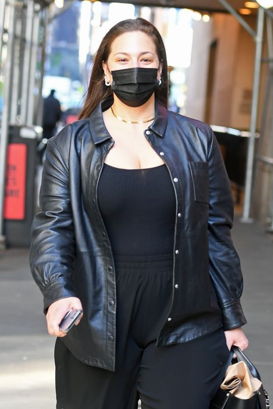 Ashley Graham Arrives at the Michael Kors fashion show in New York