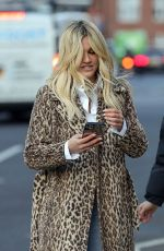 Ashley Roberts Enjoys an afternoon with friends at The Orange Pub in Pimlico London