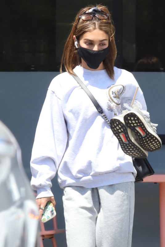 Chantel Jeffries Seen for first time after recent split from Drew Taggart while going to get her nails done