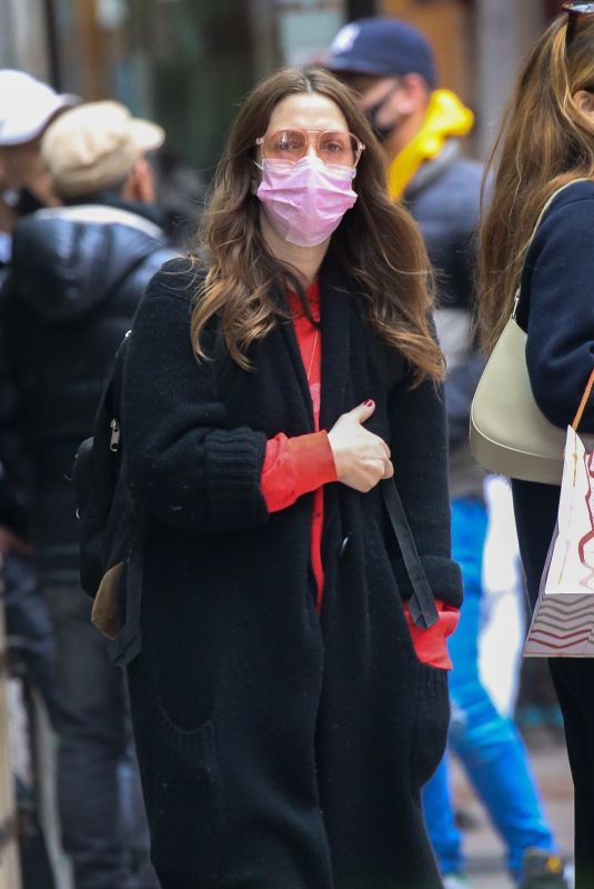Drew Barrymore Looks all bundled up in NYC