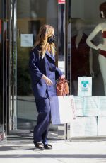 Ellen Pompeo Goes shopping with her daughter and a friend in Beverly Hills