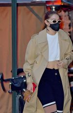 Gigi Hadid Arriving at her apartment in New York